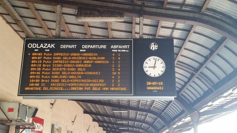 cartel con los trenes que parten desde la estacion de zagreb