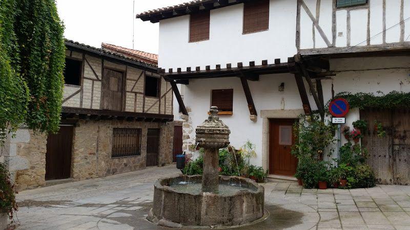 plaza de la fuente de los chorros en cuacos de yuste