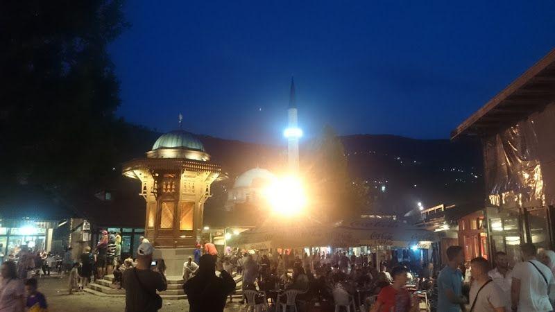 Fuente de sebilj en la plaza bascarsija en sarajevo