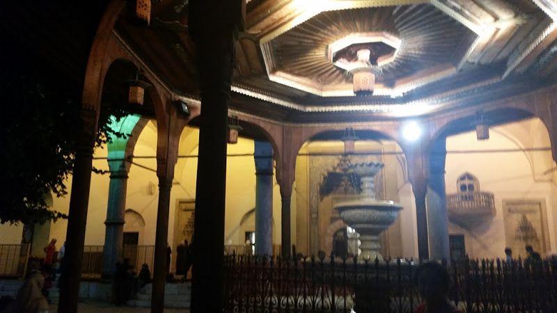 patio interior en la mezquita de ferhadija en sarajevo