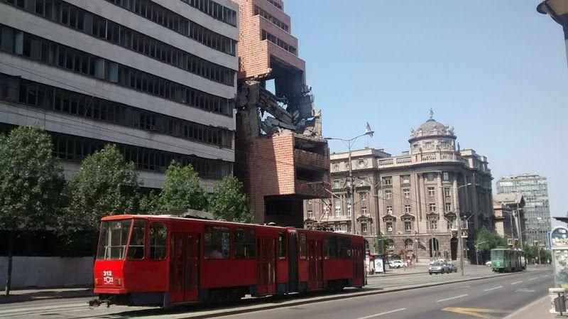 Edificio serbio bombardeado