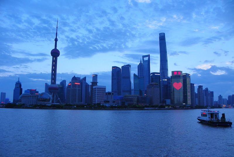 atardeciendo en el bund vistas de pudong shanghai