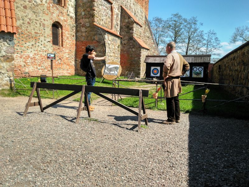tiro con arco castillo de trakai lituania