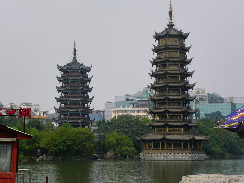 pagodas del sol y la luna guilin china