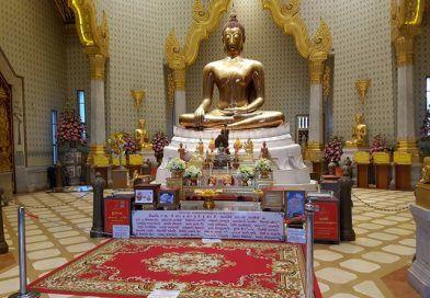 El buda de oro macizo y MBK Center, la modernidad de Bangkok