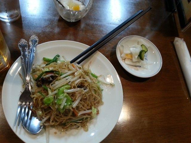 Yakishoba en un restaurante de Tokio
