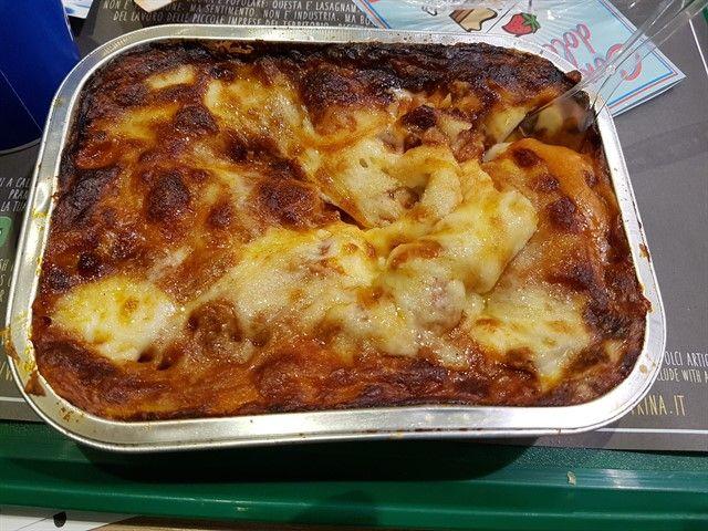 Plato de comida en el restaurante italiano LasaGnaM