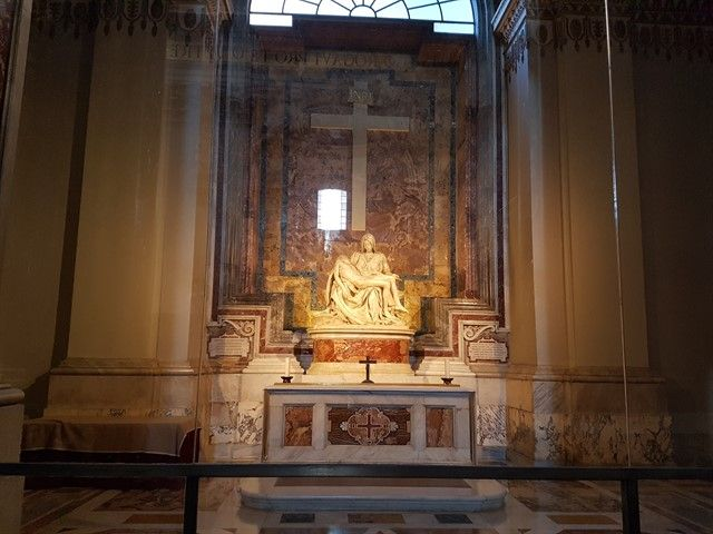Escultura de la Piedad de Miguel Ángel en el Vaticano
