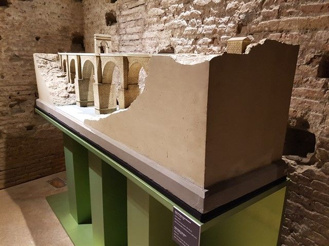Maqueta del Puente Romano de Alcántara en Italia