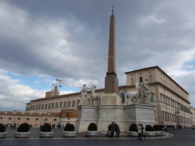 Palacio del Quirigal y la Fontana dei Dioscuri delante