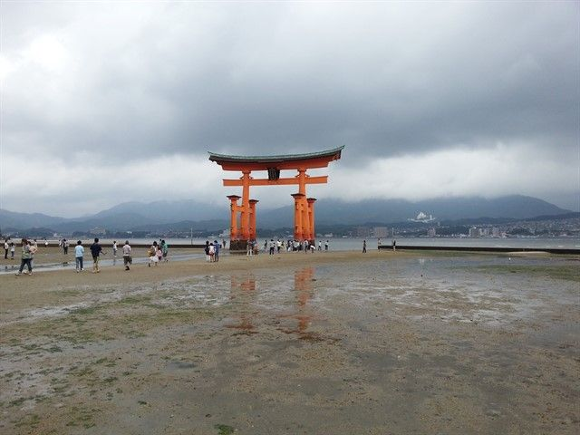 El Torii de la isla de Miyajima sin estar cubierto de agua