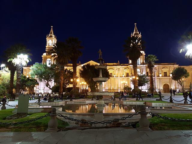 Plaza de Armas de Arequipa de noche