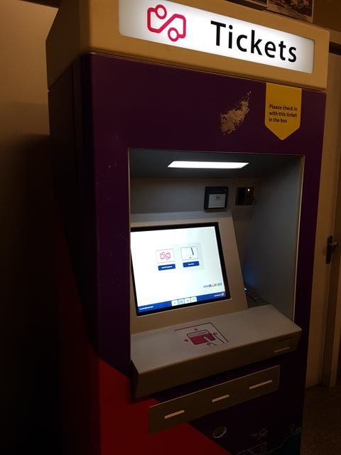 Máquina para comprar el billete del aeropuerto a Eindhoven
