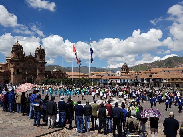 Desfile en la Plaza de Armas de Cuzco