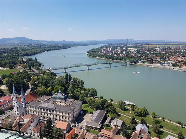 Vistas de Esztergom y Sturovo