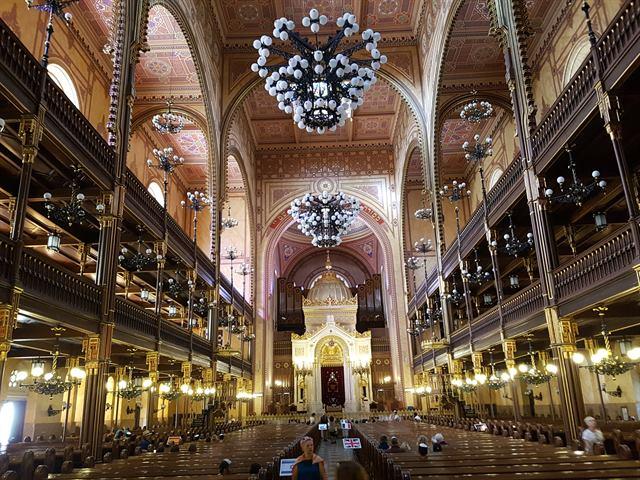 Interior de la Gran Sinagoga de Budapest