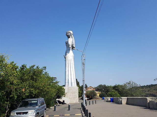 Estatua de la Madre Georgia, en Tiflis