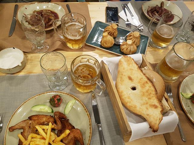 Cena en el restaurante Lavash, en Ereván