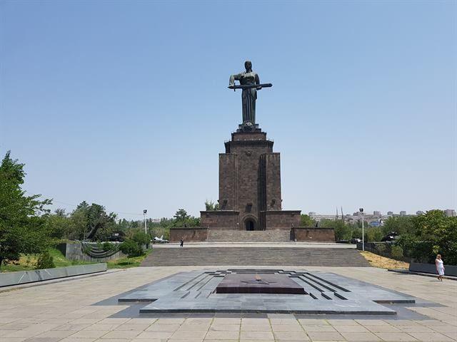 Estatua de la Madre Armenia