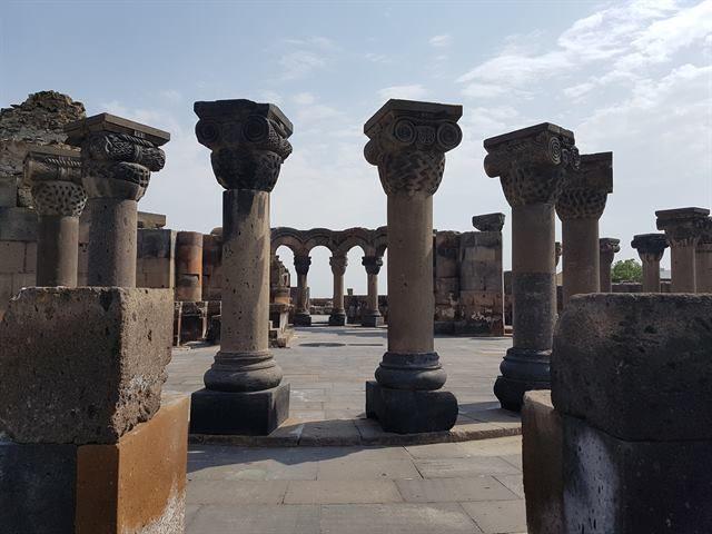 Ruinas del templo de Zvarnots