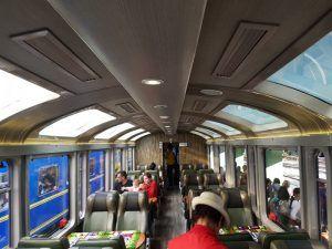 Tren de PeruRail hacia Machu Picchu