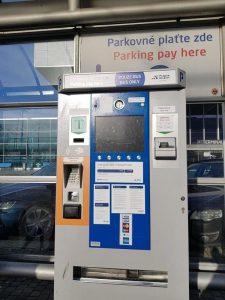 máquina comprar tickets bus aeropuerto praga