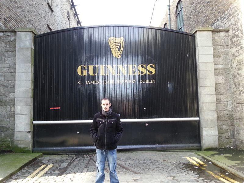 Una de las puertas de la fábrica de Guinness