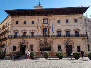 Ayuntamiento de Palma, en la plaza de las Cortes