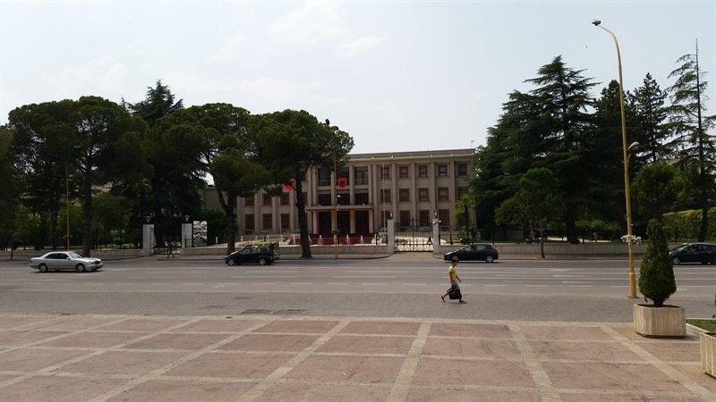 Edificio de estilo comunista en Albania