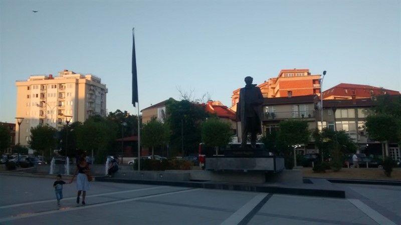 Estatua de Ibrahim Rugova