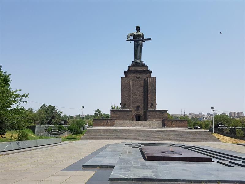 Estatua de la Madre Armenia, en Ereván