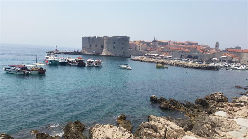 Murallas de Dubrovnik desde el puerto antiguo