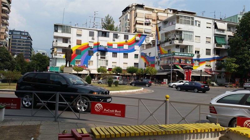 Una de las calles céntricas de Tirana