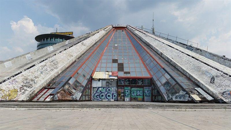 La Pirámide, una de las cosas que ver en Tirana