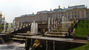 Palacio de Peterhof y las fuentes