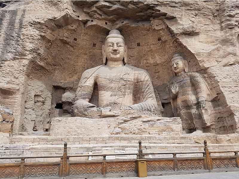 Buda Blanco en las cuevas de Yungang