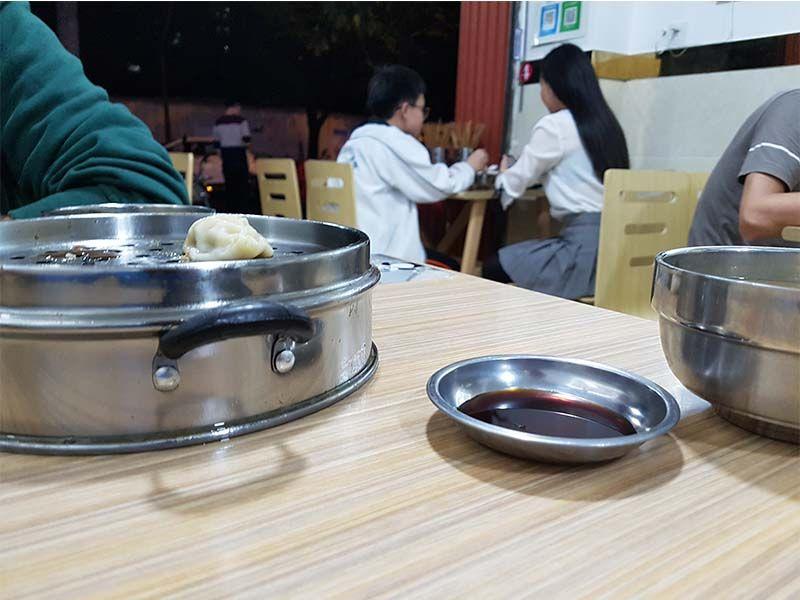 Cena en un restaurante tradicional en Chengdu