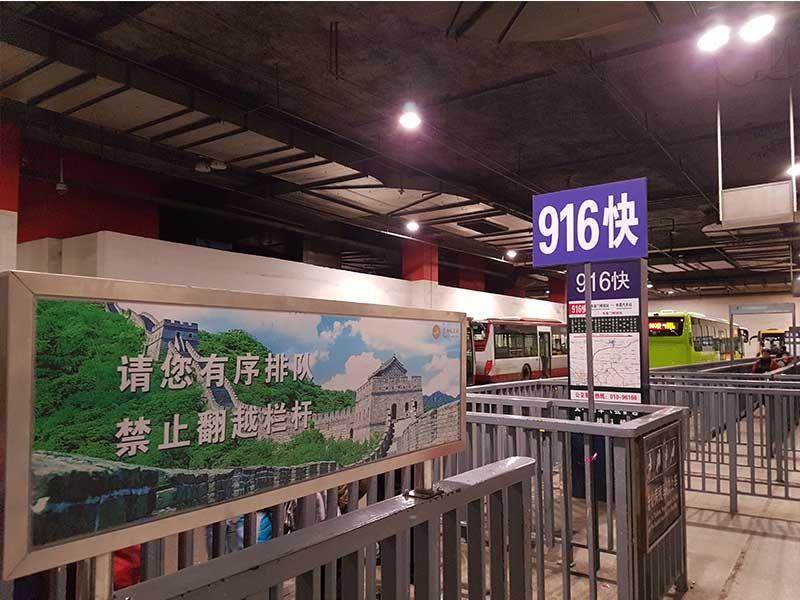 Parada del bus 916 Express de Pekín a la Gran Muralla China en Mutianyu