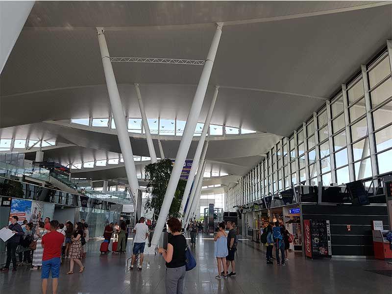 Interior del aeropuerto de Wroclaw