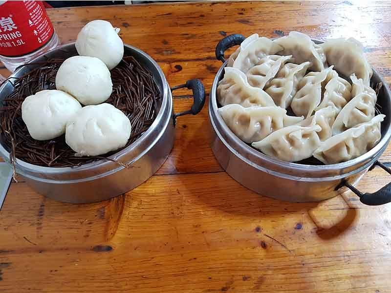 Desayuno-comida antes de viajar de Fenghuang a Guilin