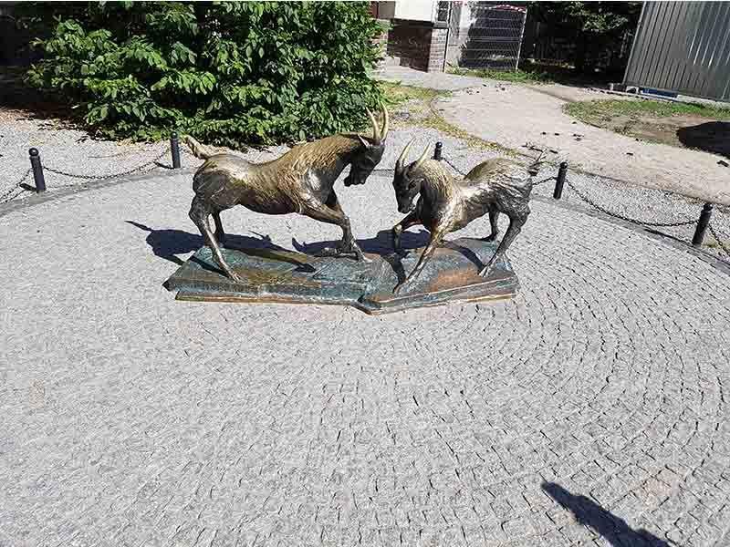 Estatua de los dos cabritos, en Poznan