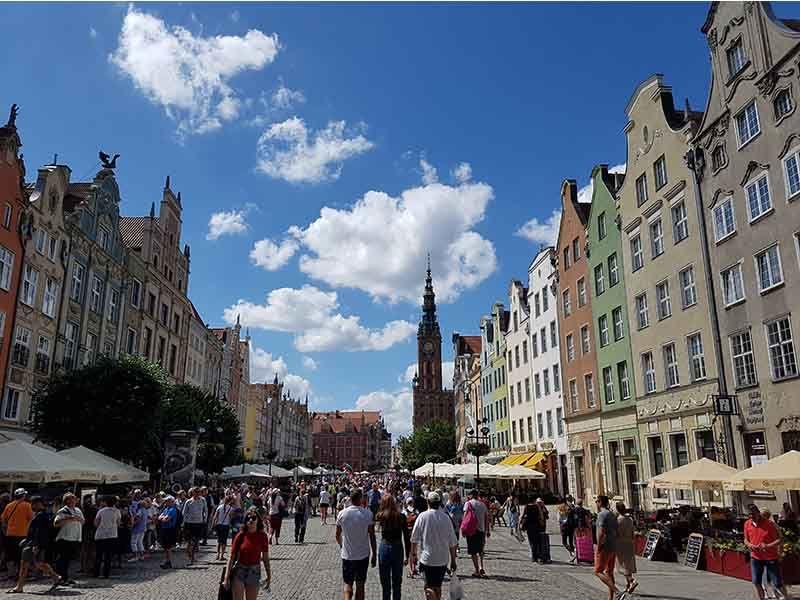 El mercado Largo, rodeado de bonitos edificios
