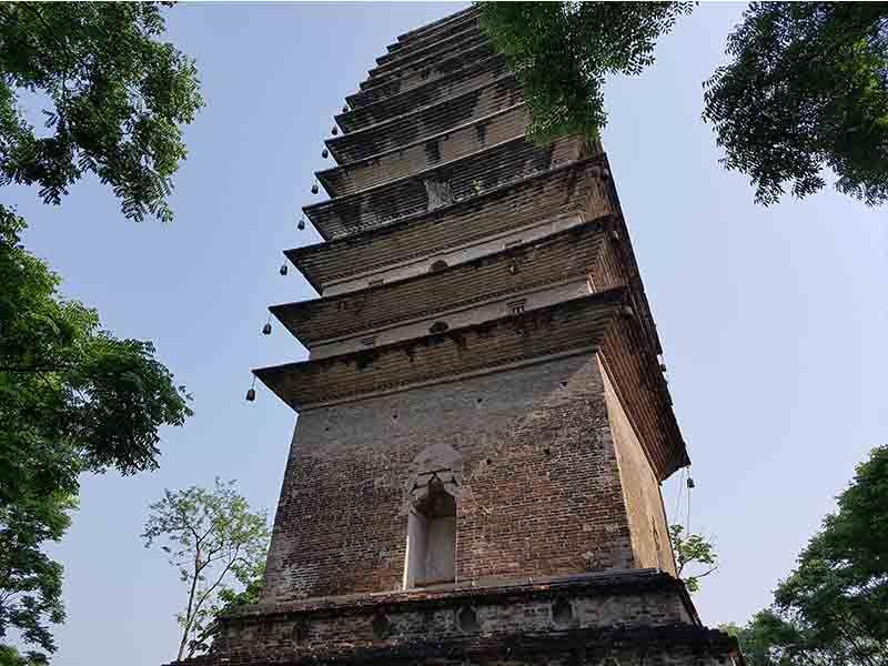 Pagoda de Lingao, en Leshán