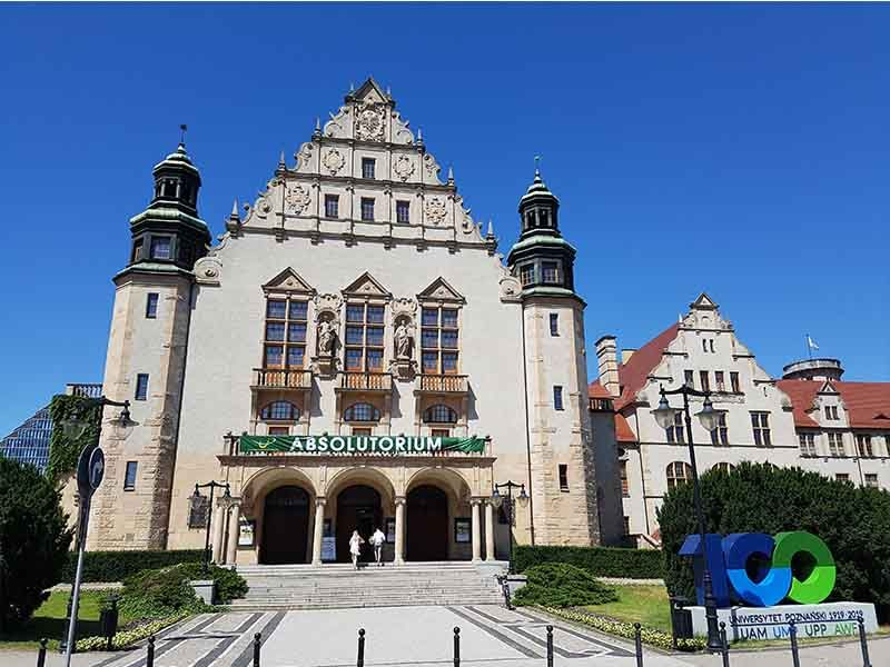Universidad de Adam Mickiewicz
