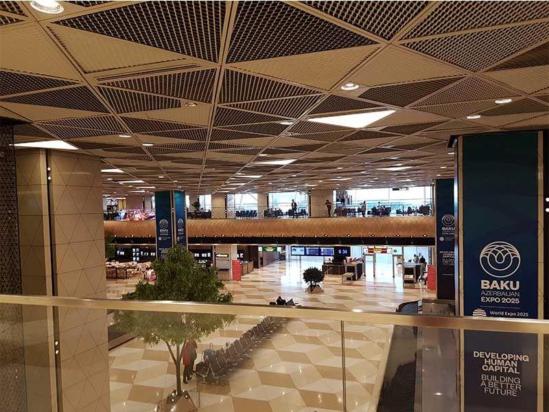 El aeropuerto es un lugar para cambiar moneda en Azerbaiyán