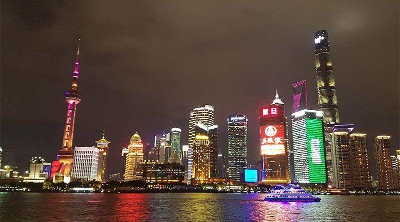 El Bund de noche en Shanghái