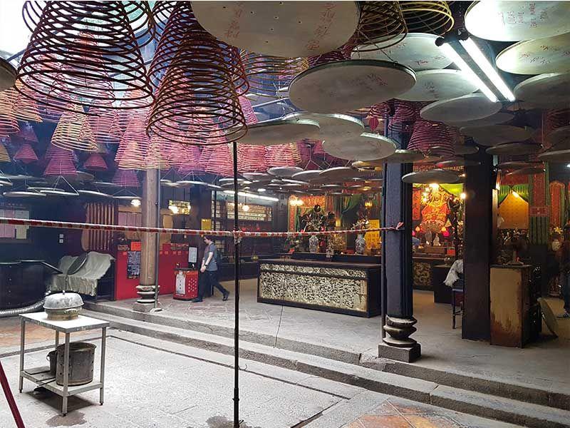 Interior del templo Tin Hau