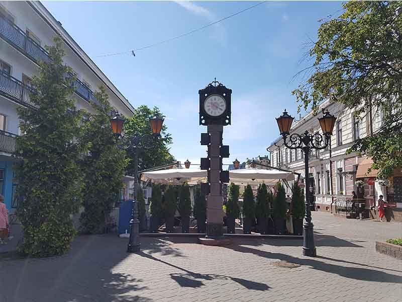 Reloj erróneo en la calle Sovetskaya