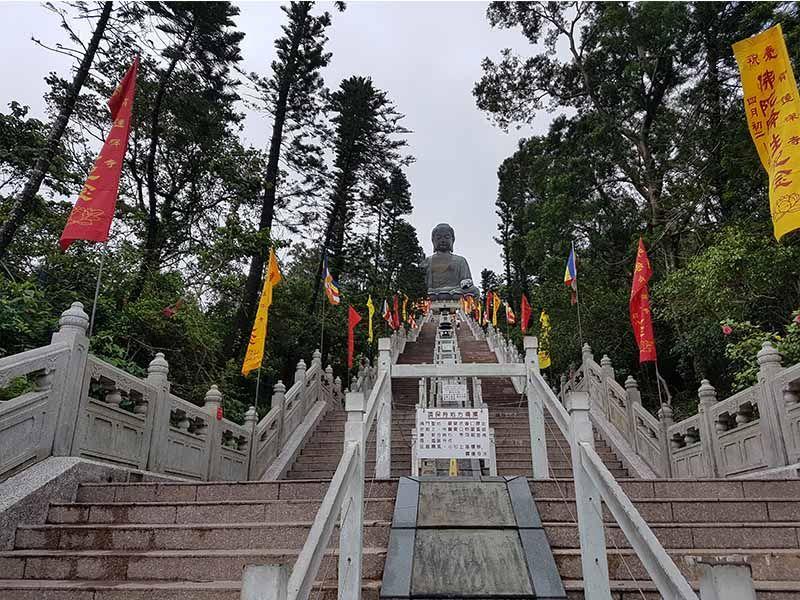 Subida al Gran Buda de Tian Tian