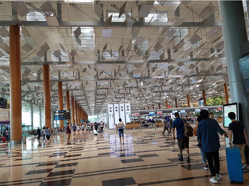 Dentro del aeropuerto de Singapur